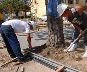 Constructores en recuperación de Santiago de Cuba