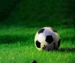 balon-y-campo-de-futbol