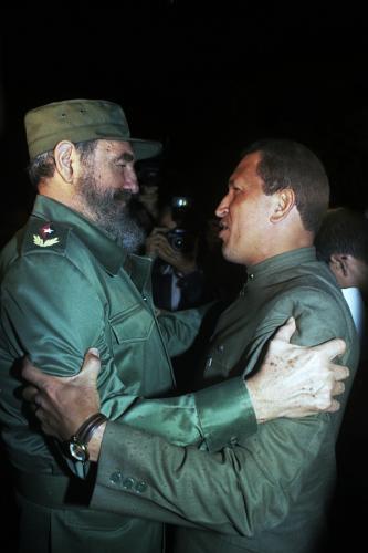 Fidel recibe a Chávez en el Aeropuerto de La Habana 13 de diciembre de 1994