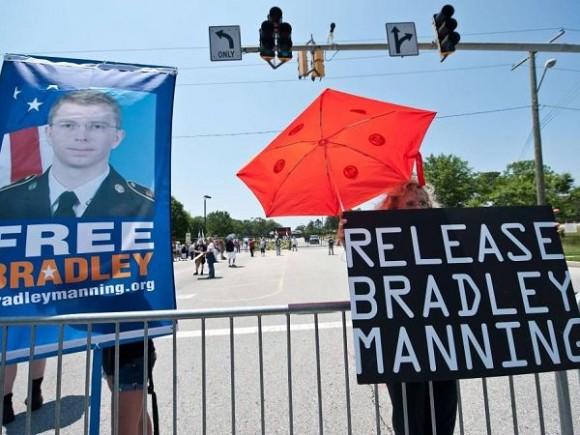 """""""Liberen a Bradley Manning""""."""