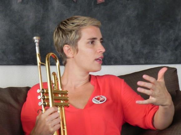 """Mencionar a trompetistas cubanos como Oscar Velasco """"Florecita""""  y  Alfredo  """"Chocolate"""" Almenteros,   le provocan grandes emociones. Fotos. Marianela Dufflar/Cubadebate"""
