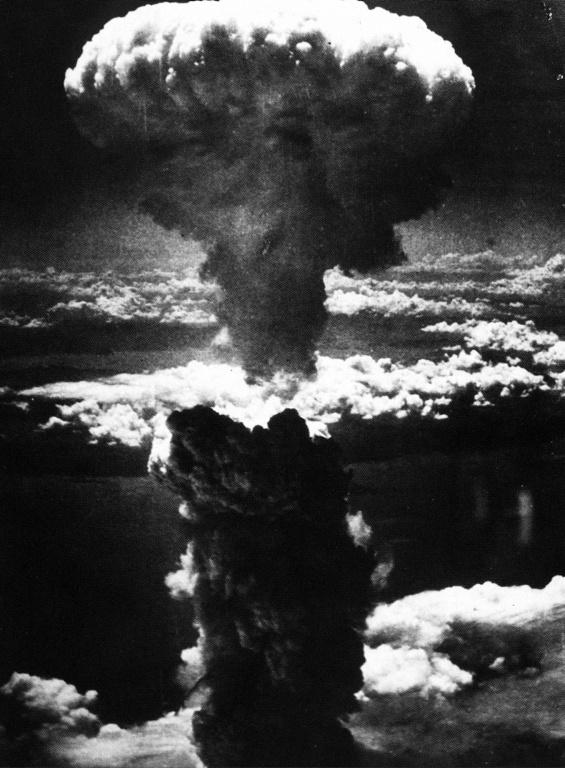 El 6 de agosto de 1945 es lanzada el primer ataque atómico contra una nación. La víctima fue la ciudad de Hiroshima.