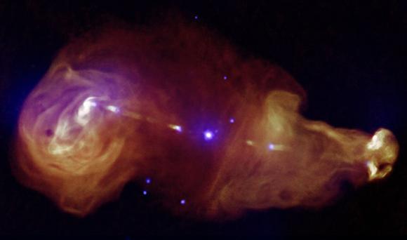 En esta fotografía se aprecian los chorros generados por agujeros negros supermasivos en los centros de las galaxias, capaces de transportar grandes cantidades de energía a través de largas distancias.