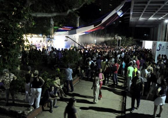 16Cierra la Gala con musica. Foto. Roberto Garaicoa. Cubadebate.