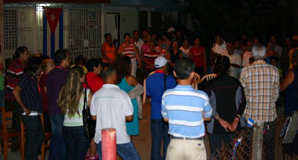 Vecinos de la Comunidad Emilio Bárcenas en Holguín reciben a delegados IX Coloquio. Foto: Daylén Vega / Cubadebate