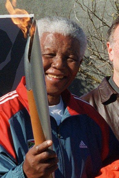 En 2004, portando la antorcha olímpica.