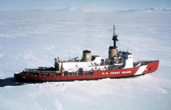 El rompehielos de la Guardia Costera de EEUU 'Polar Star', en una misión en la Antártida en 1999. Foto: Reuters