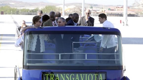 Dilma y Raúl recorren el Mariel. Foto: Ismael Francisco/ Cubadebate