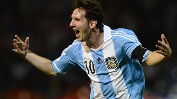 Messi hala al carro de Argentina.