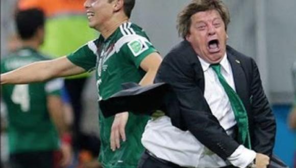 Piojo Herrera celebra un gol de México.