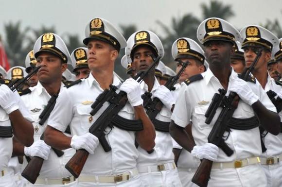 """Marcha en revista durante el acto por el Aniversario 55 de la fundación de la Academia Naval """"Granma"""", en La Habana, el 16 de octubre de 2014.  AIN FOTO/Marcelino VAZQUEZ HERNANDEZ / Cubadebate"""