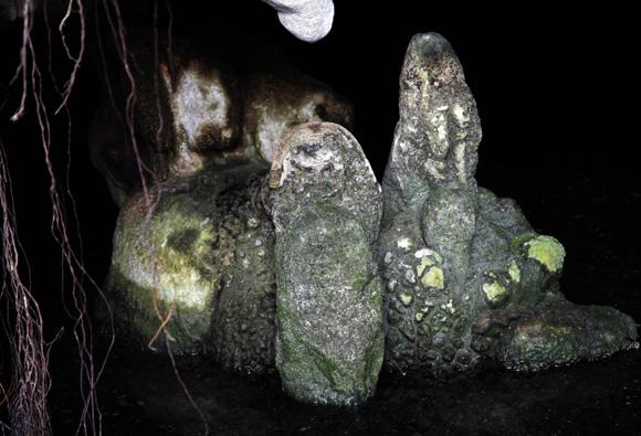 Diosa Atabeira, es este lugar el que se ha denominado como cueva del agua, porque excursionistas y caminantes acostumbran a descender hasta la mismísima diosa esculpida por los primeros habitantes de Cuba. Foto: Ismael Francisco/Cubadebate.