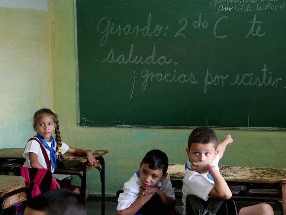 Gerardo Hernández visita la escuela Césareo Fernandez, del municipio Arroyo Naranjo (La Habana), donde realizó sus estudios primarios. Foto: Ismael Francisco/ Cubadebate