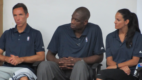 De izquierda a derecha, Steve Nash, Dikembe Mutombo y Ticha Penicheiro. Foto: Aynel Martínez Hernández/Cubadebate