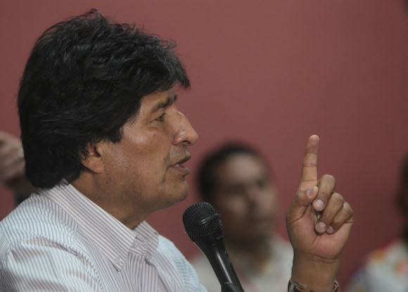 Resultado de imagen para Evo Morales: El capitalista no controla las armas, las fabrica para matarnos