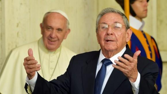 aúl y el Papa Francisco en el Vaticano, 10 de mayo de 2015.