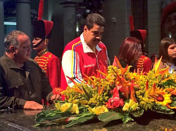Maduro-rinde-homenaje-Chavez