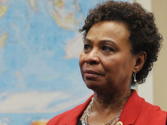 La Representante Bárbara Lee.