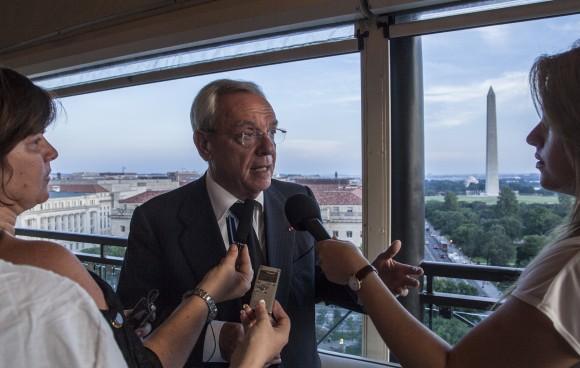 Eusebio Leal conversa con los periodistas cubanos en el Hotel Washington. Foto: Ismael Francisco/ Cubadebate