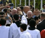El Papa Francisco es bienvenido a Guayaquil. Foto: AFP.