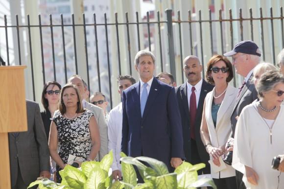 El Secretario de Estado John Kerry asiste a la ceremonia oficial de apertura de la Embajada de EEUU en La Habana. Foto: Ismael Francisco/ Cubadebate