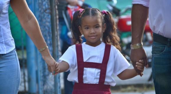 Primer día de clases de una niña cubana. Foto: Anabel Díaz Mena/ Mi lente cubano (blog)