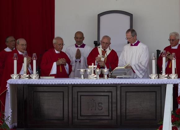El pueblo de las provincias orientales acogió con entusiasmo al Papa Francisco en la provincia de Holguín. Foto: Ladyrene Pérez / Cubadebate
