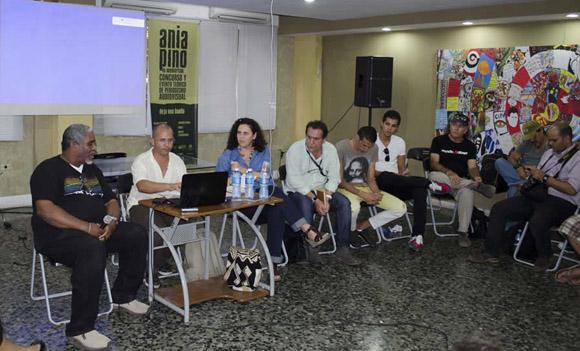 Panelistas en un debate sobre el paquete semanal en noviembre de 2014. Foto: Claudio Peláez Sordo