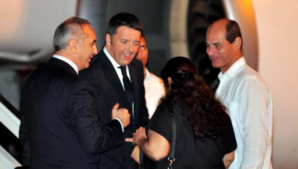 El presidente del Consejo de Ministros de la República Italiana, Matteo Renzi, al llegar este martes a La Habana para una visita oficial a Cuba. Foto: Marcelino Vázquez Hernández/ AIN.