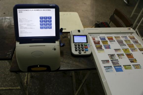 Germán Yépez, exrector del Consejo Nacional Electoral (CNE), ratificó este sábado que en comparación con otros países desarrollados, Venezuela cuenta con uno de los sistema electorales más avanzados, automatizados y blindados. Foto: Reuters