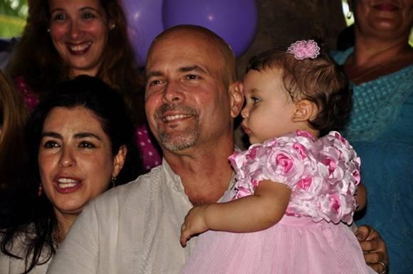 Con Adriana y Gerardo. Foto. Roberto Garaicoa Martínez. CUBADEBATE