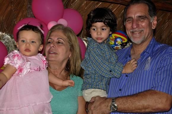 Con mis tios René y Olga. Foto. Roberto Garaicoa Martínez. CUBADEBATE