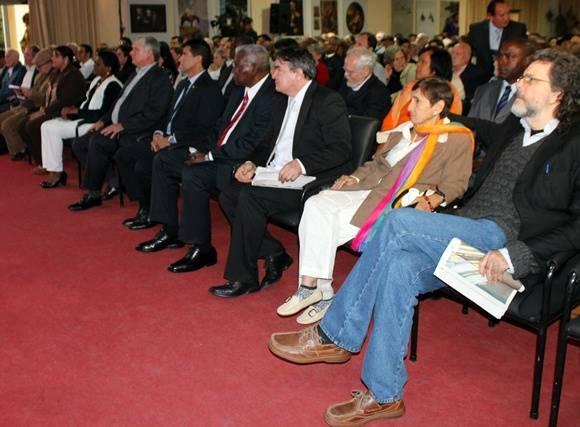 Personalidad de la política y la cultura que presidieron el acto. Foto: José Raúl Concepción/Cubadebate.