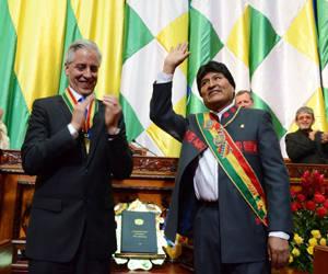 Evo Morales y su vicepresidente, Álvaro García Linera, durante la ceremonia de investidura. Foto: Tomada de Tomada de www.nacion.com