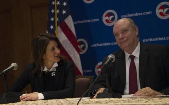 Conferencia de prensa de Rodrigo Malmierca. A su lado, la Vicepresidenta para las Américas de la Cámara de Comercio de EEUU, Jodi Bond. Foto: Ismael Francisco/ Cubadebate