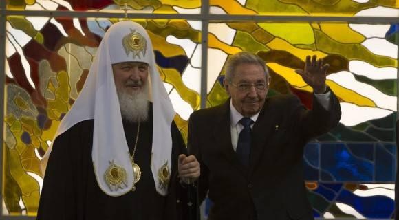 Raúl y Kirill en el Palacio de la Revolución. Foto: Ismael Francisco/ Cubadebate