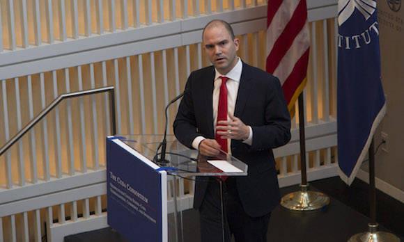 Ben Rhodes intervierne en la Conferencia del Consorcio Cuba, en el Instituto de Paz de los Estados Unidos, en Washington, esta mañana. Foto: Ismael Francisco/ Cubadebate