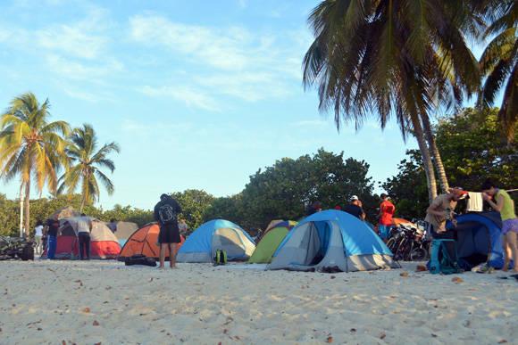 La noche anterior habían acampado en la arena de Girón.