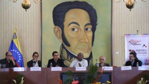 El vicepresidente de Venezuela, Aristóbulo Istúriz, instaló este viernes el XII Encuentro Internacional de la Red de Intelectuales y Artistas en Defensa de la Humanidad, denominado Venezuela en la Encrucijada, Nuevos Tiempos, Nuevos Desafíos. Foto: AVN.