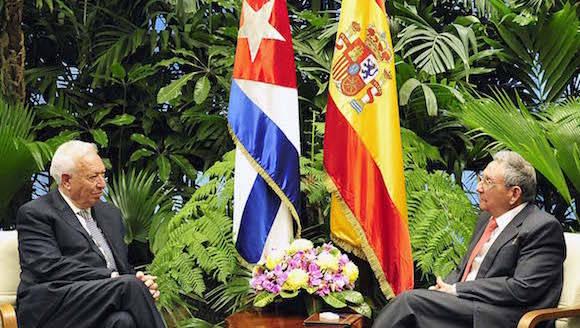 El General de Ejército Raúl Castro Ruz, Presidente de los Consejos de Estado y de Ministros, recibió en la tarde de este lunes al excelentísimo señor José Manuel García-Margallo Marfil, ministro de Asuntos Exteriores y de Cooperación del Reino de España, quien realiza una visita oficial a nuestro país.