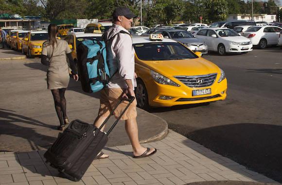 Otro viajero llegando a La Habana. Foto: Ismael Francisco/ Cubadebate