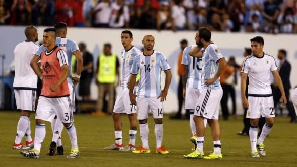 Figuras como Javier Mascherano o Gonzalo Higuaín también podrían abandonar la selección. Foto: Gustavo Ortiz/ AS.