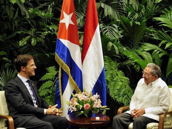 El Presidente cubano Raúl Castro Ruz, recibió al excelentísimo señor Mark Rutte, Primer Ministro y Ministro de Asuntos Generales del Reino de los Países Bajos, La Habana, 4 de junio de 2016. Foto: Estudio Revolución
