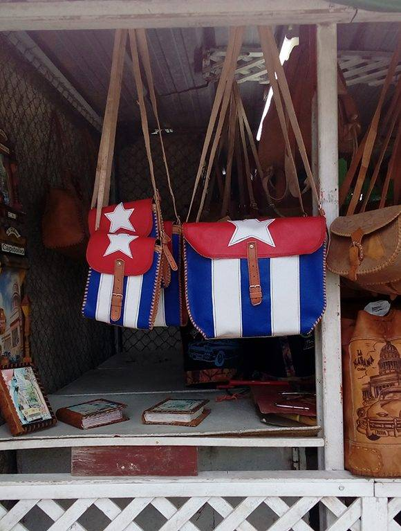 El reconocido intelectual no cree que la bandera cubana deba venderse en accesorios. Foto: L. Eduardo Domínguez/ Cubadebate.