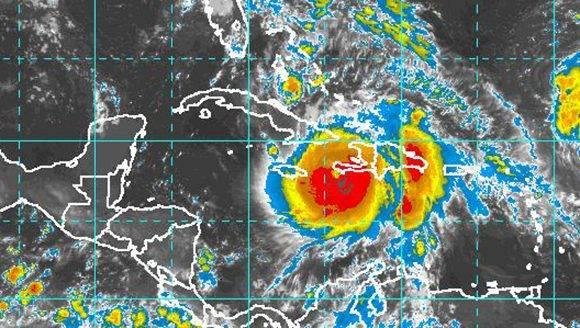 Matthew ta azota a Haití y sus bandas de nublados comienzan a influir sobre oriente cubano. Fuente: INSMET.