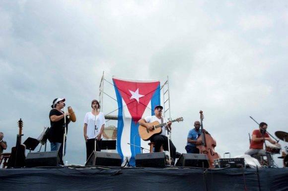 Kelvis Ochoa acompañó a Silvio en su nueva Expedición por las penitenciarías cubanas. En el establecimiento penitenciario Jóvenes de Occidente, 14 de octubre de 2016. Foto: Iván Soca / Cubadebate
