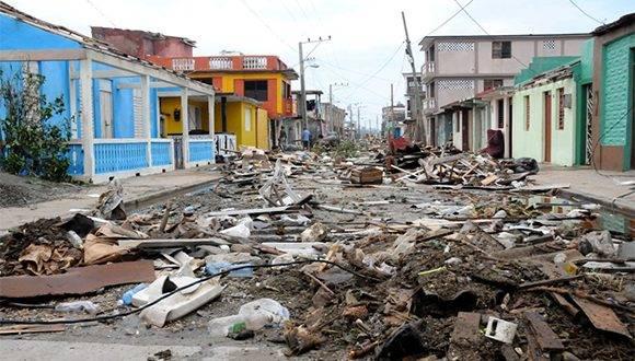 El desastre producido por los elementos naturales debe ser revertido por la acción mancomunada de los baracoenses y las fuerzas de la provincia y el país que acudieron en su ayuda. Foto: Leonel Escalona Furones/ Venceremos.