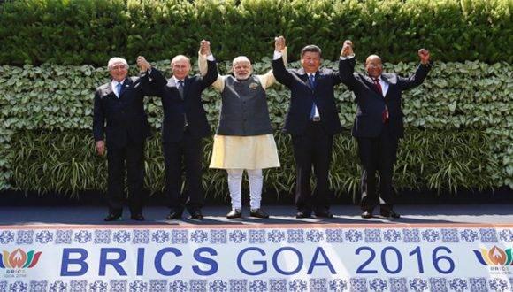Nous nous dirigeons vers un monde multipolaire dans lequel de nouveaux acteurs (Chine, Russie, Inde) ont vocation à être forts pôles régionaux. Dans l'image les dirigeants des nations qui composent les BRICS. Photo: Reuters.
