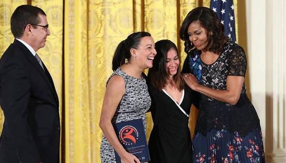 https://i2.wp.com/www.cubadebate.cu/wp-content/uploads/2016/11/Ballet-Lizt-Alfonso-recibe-premio-en-la-Casa-Blanca-de-manos-de-Michelle-Obama.jpg