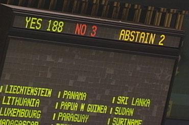 La Asamblea General de Naciones Unidas aprueba una resolución, con 188 votos a favor, en que pide el fin del embargo el 13 de noviembre de 2012
